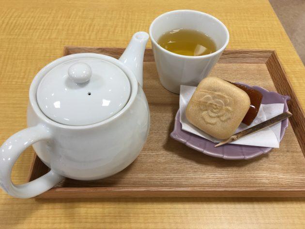 お茶とお菓子